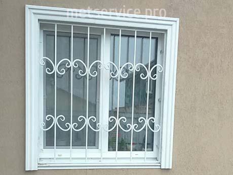 Белая решётка на окно