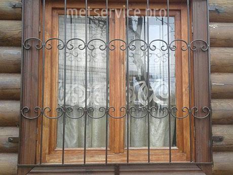 Решётка на окно с элементами ковки