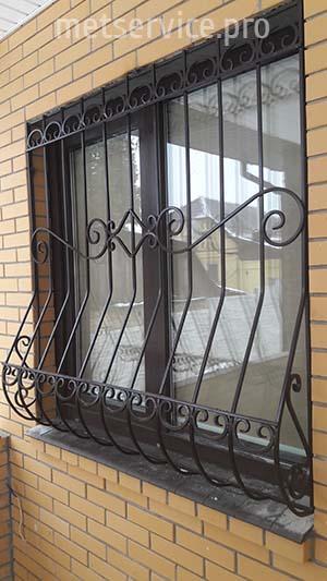 Решётки на окна и балконы с элементами ковки