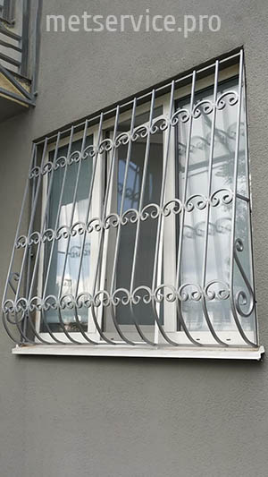 Решётка на окно с элементами