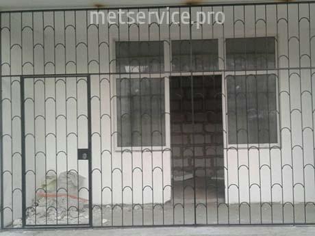 Прямая решётка с дверью
