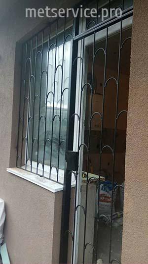 Решётки на балконные двери